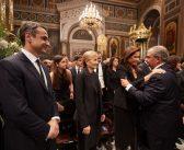 Η αποθέωση Καραμανλή (και) στην κηδεία Κωνσταντίνου Μητσοτάκη (video)