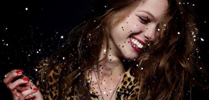 Μη φοβάσαι άνθρωπο που γελά και τραγουδά δυνατά!
