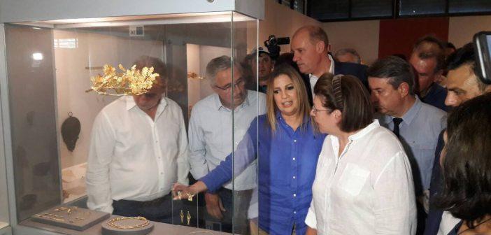 Η Λίνα Μενδώνη στην Αμφίπολη τρία χρόνια μετά την ανακάλυψη του μνημείου